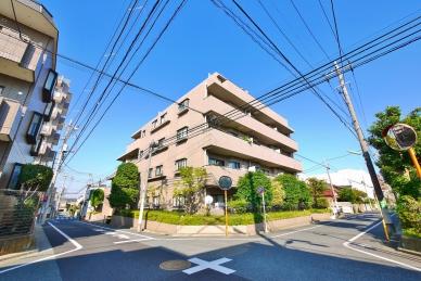 藤和不動産旧分譲 南・西道路の角地に立地した、平成3年築、地上5階建てマンション。