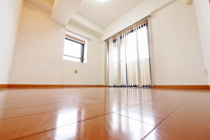 5.3畳 洋室 東向きバルコニーからは、天気の良い日に東京タワー、東京スカイツリーが望めます。