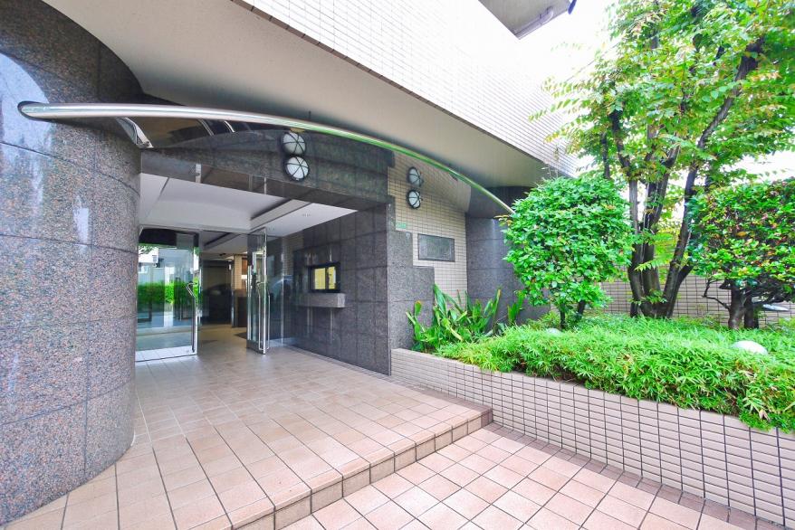 TVモニター付オートロックシステムを完備した安心のセキュリティ。三菱地所コミュニティ管理の、綺麗に保たれた共用部です。